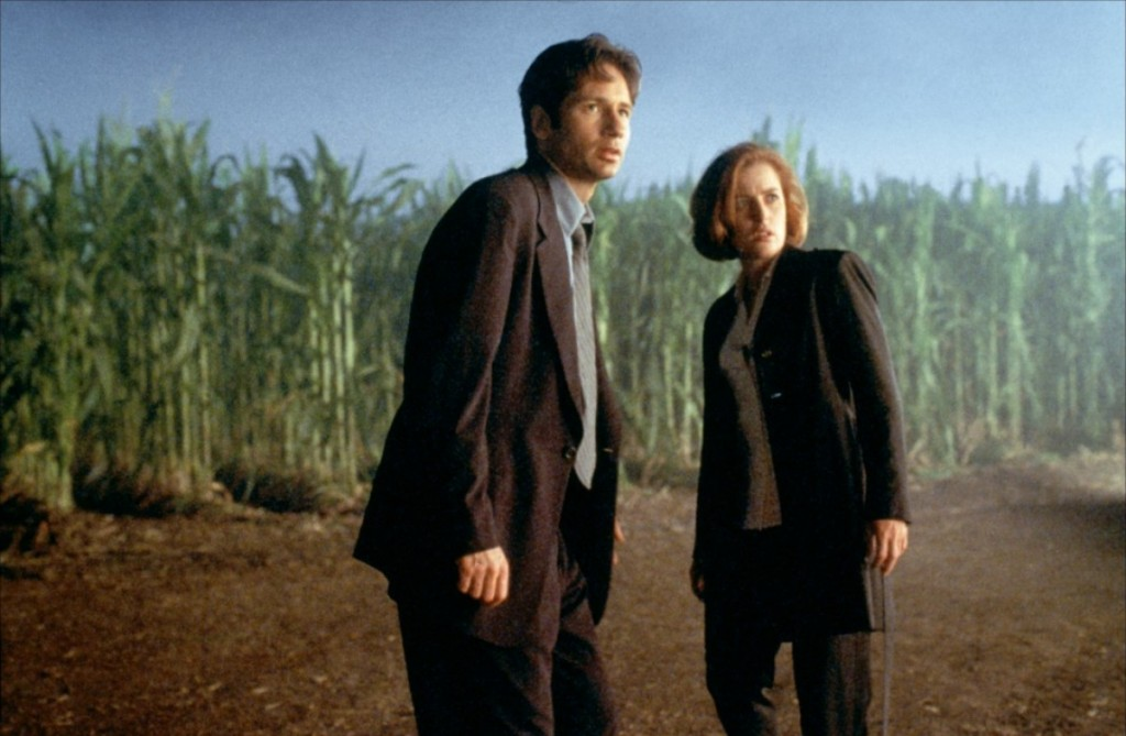 X files mulder scully movie fight future corn field